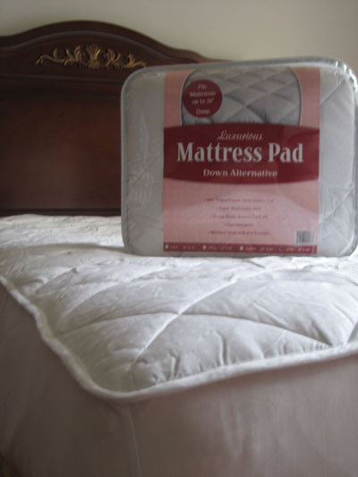 7. Luxurious Queen Size Mattress Pad with Alternative Down Filling