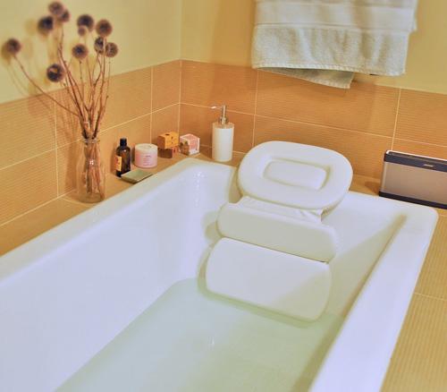 13.Soft Luxurious Foam Padded Large White Spa Bath Pillow / Hot Tub Head & Back Cushion